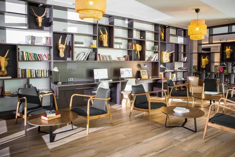 Bibliothek Hotel Cap Negret Altea, Alicante